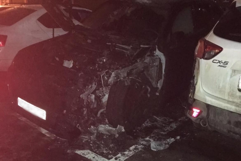 Стали известны подробности ночного поджога автомобиля директора управляющей компании в Биробиджане