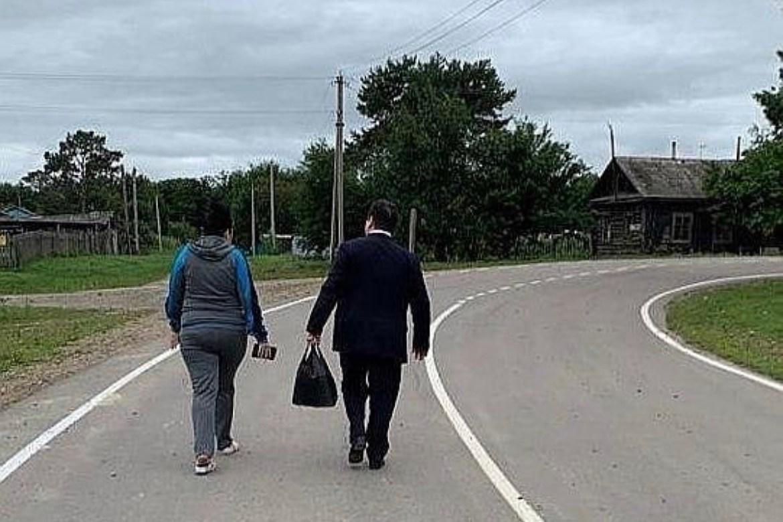 «Такого жители области не видели никогда»: Ростислав Гольдштейн забрал у беременной жительницы Головино сумку