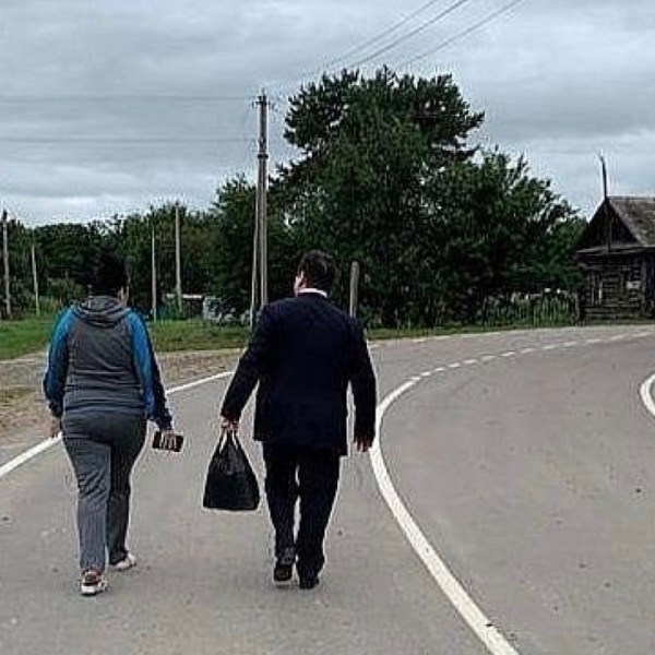 """""""Такого жители области не видели никогда"""": Ростислав Гольдштейн забрал у беременной жительницы Головино сумку"""