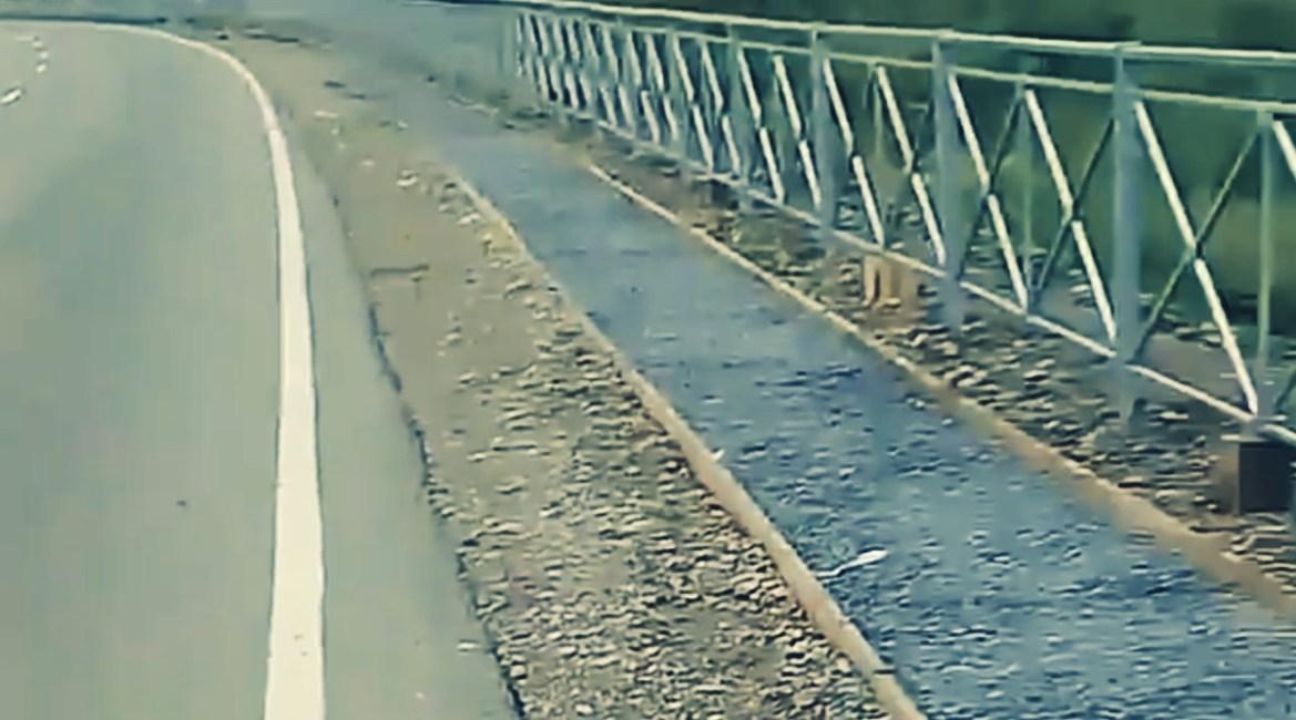 «Дорожка для самоубийц?»: жители Будукана озадачены логикой дорожников