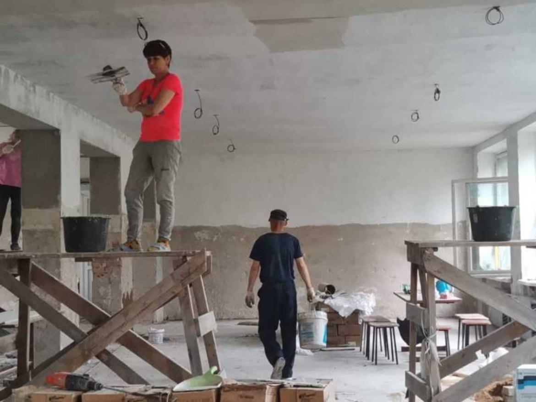 В 10 школах Биробиджана приступили к ремонту пищеблоков