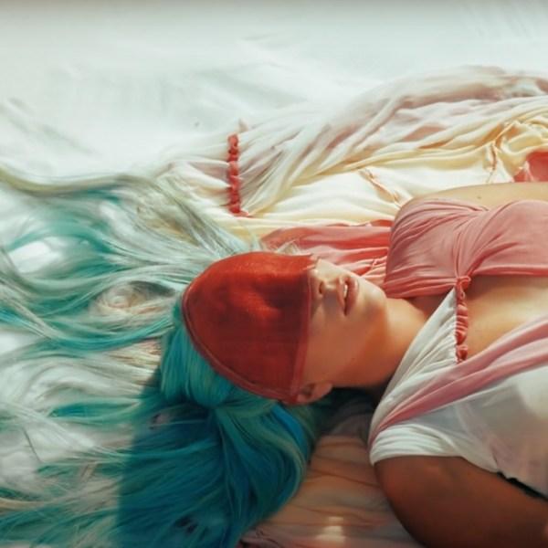 """Леди Гага (Lady Gaga) представила новое видео """"911"""", вдохновленное культовым фильмом советского режиссера Сергея Параджанова """"Цвет граната"""""""