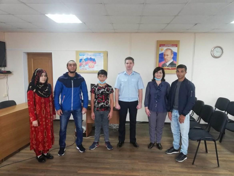 В Ленинском районе ЕАО русский язык и культуру речи преподает учитель из Таджикистана