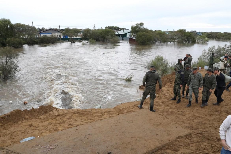 Интенсивность поступления воды к Ленинскому через прорыв в дамбе снижена – МЧС