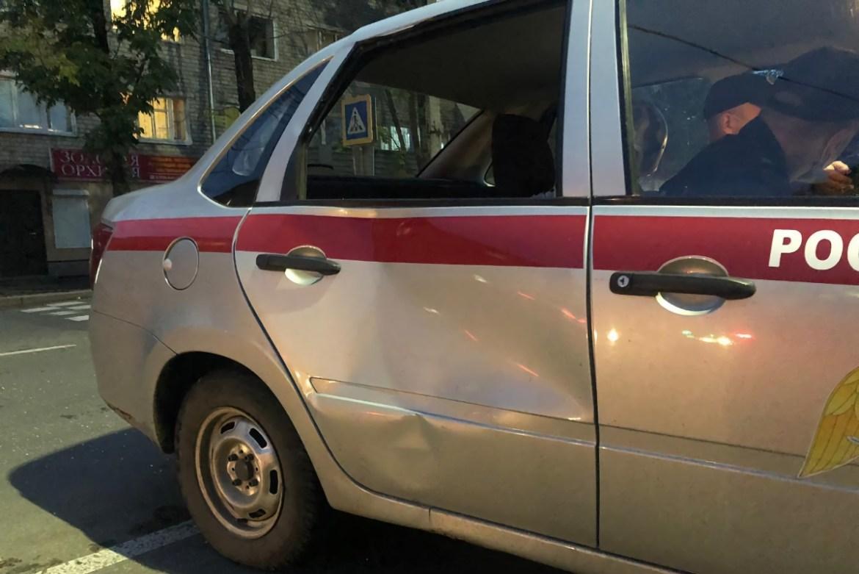 Автомобиль Росгвардии сбил женщину на пешеходном переходе в Биробиджане (ВИДЕО)