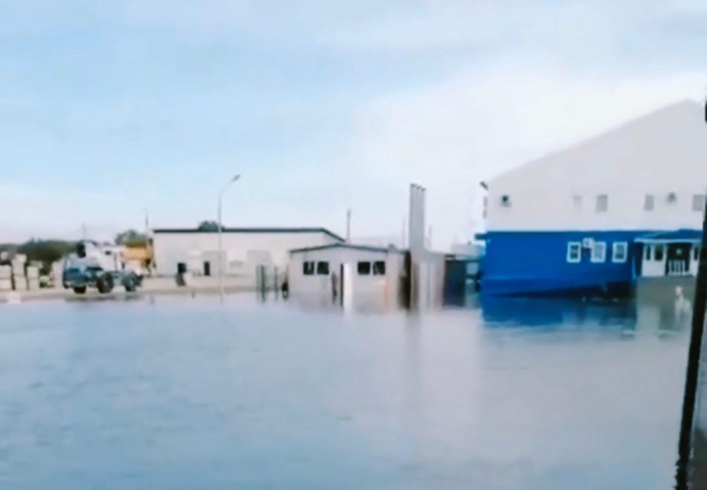 Таможня и КПП в Нижнеленинском затоплены (ВИДЕО)
