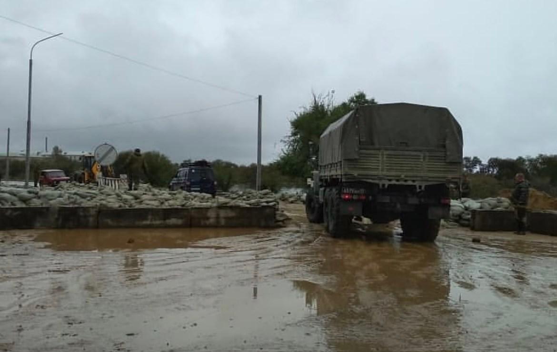На въезде в подтопленное село Ленинское в ЕАО временно закрыто движение для личного автотранспорта