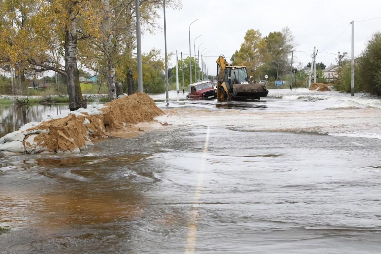 Гребень паводка сместится вниз по течению Амура в Смидовичский район, но пока стихия атакует Ленинский район