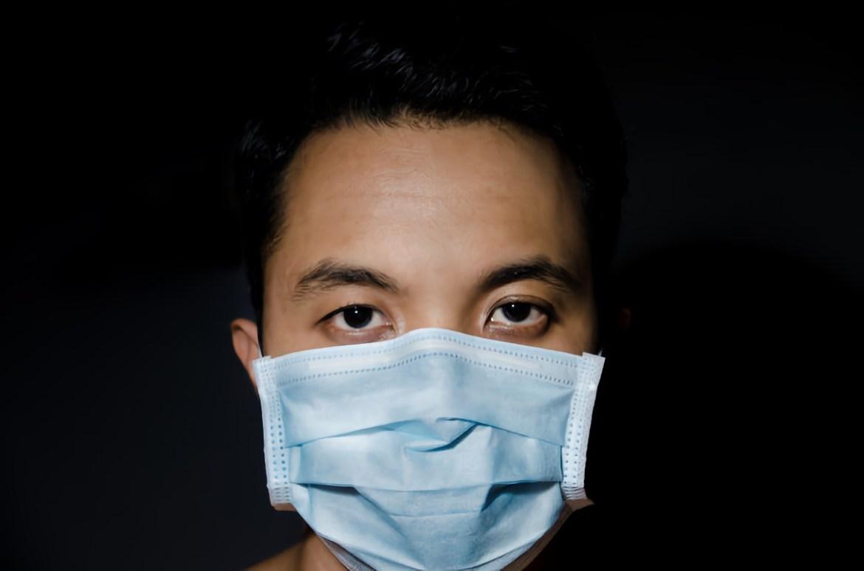«Синей или белой»: какой стороной внутрь носить медицинскую маску