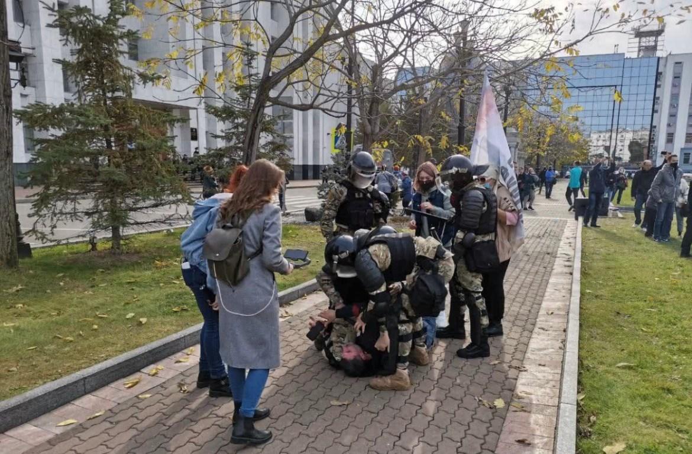 Сбылась мечта журналистов и блогеров: в Хабаровске у краевого правительства силовики жестко пресекли попытку разбить палатки (ВИДЕО)