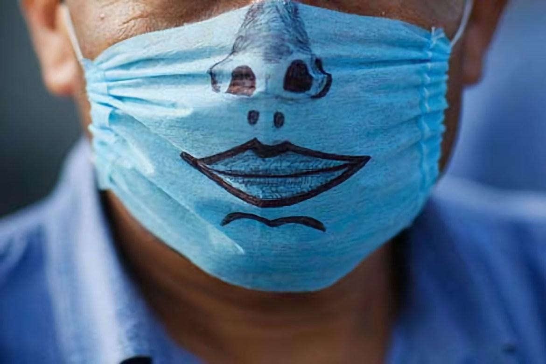 Фейк о пропитанных наркотиками масках опровергли в областном УМВД