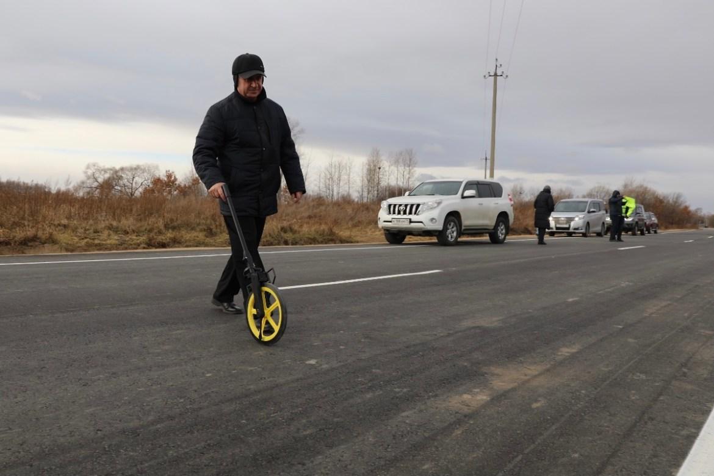 В ЕАО на участке трассы Биробиджан-Головино уложили 3 км асфальта толщиной в 5 см за 36 миллионов рублей