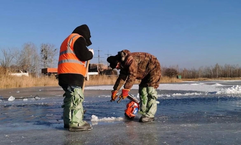 В Биробиджане приступили к заготовке льда для новогодних городков