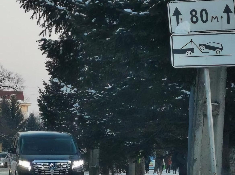 В соцсетях поднялась дискуссия о неизбежности нарушений ПДД на улице Ленина у Гимназии № 1 в Биробиджане