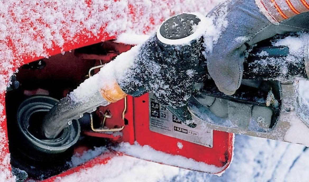 В правительстве ЕАО заявили, что дефицита бензина на заправках области нет