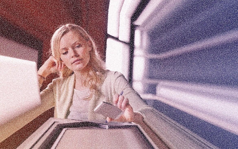 Заглядываете в смартфон во время работы? Это не поможет развеять скуку и усталость!