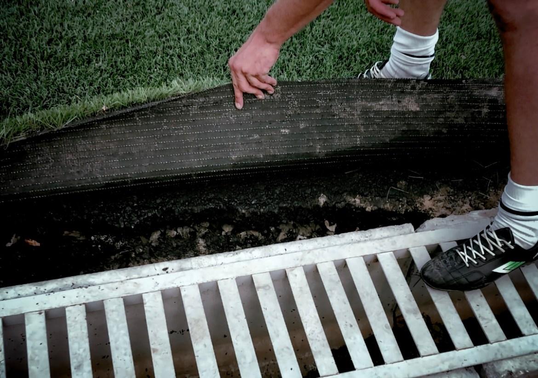 «Точка роста» может превратиться в «Точку боли»: посетители нового футбольного поля в поселке Приамурский опасаются за свои ноги