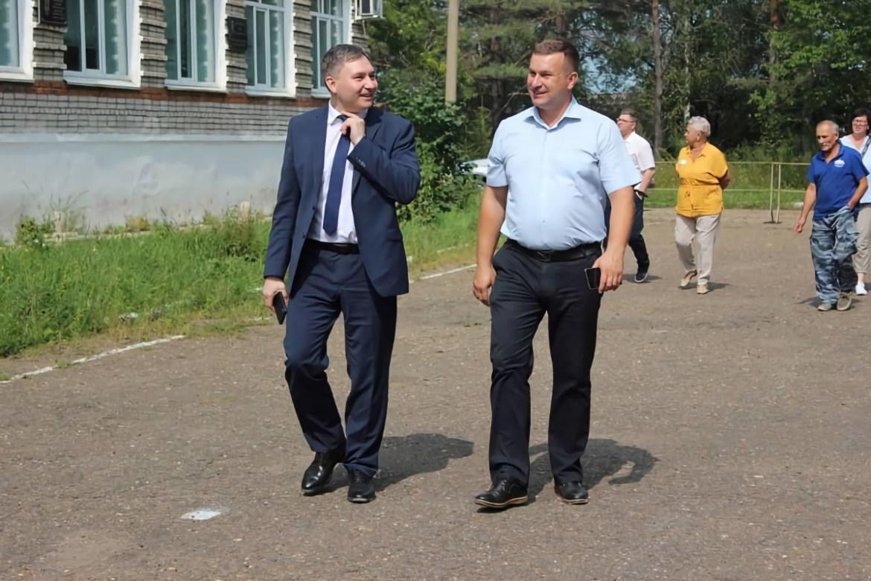 Валерий Жуков и Антон Акимов не нашли помещение под ФАП в поселке имени Лукашова, но о том как они его искали получились прекрасные фотографии (ФОТО)