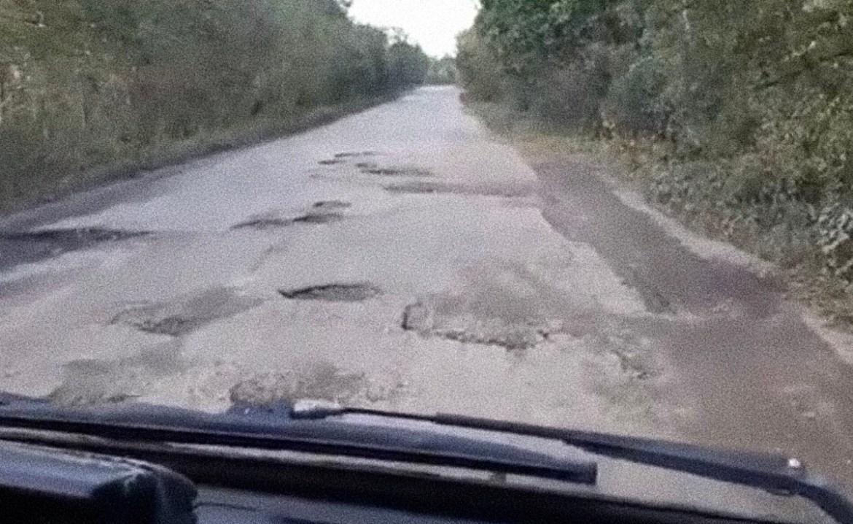 На неудовлетворительное состояние дороги и отсутствие автобуса во Владимировку жалуются местные жители