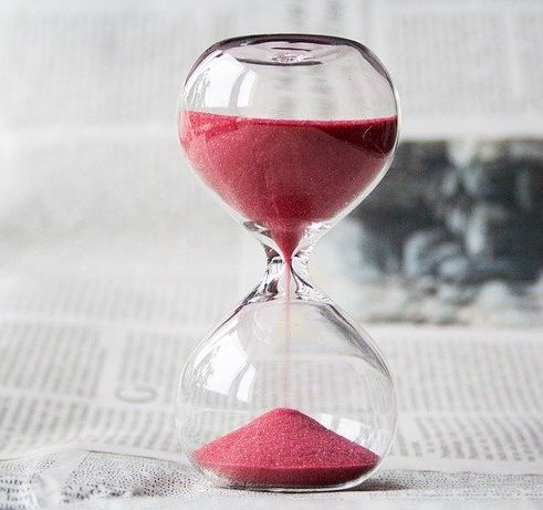 An hourglass representing a timer