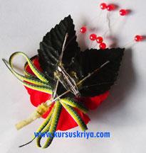 Korsase 3 bunga merah