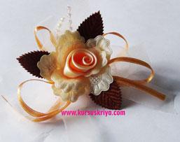 Korsase bunga peach daun coklat
