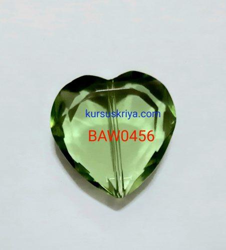 Manik kaca bentuk hati 2 cm light green