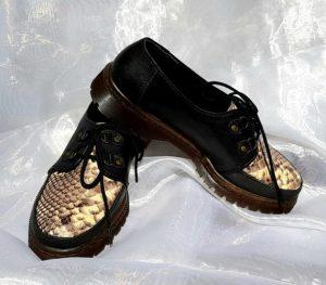 Sepatu casual kulit hitam kombinasi print python