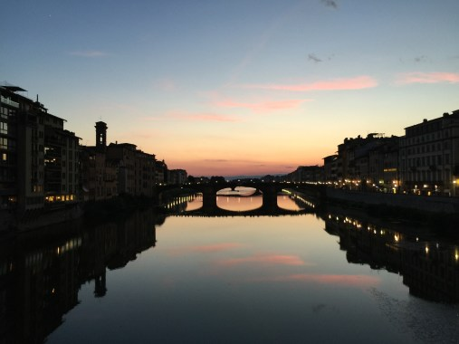 Sunset on the Arno river in Florence, Italia.