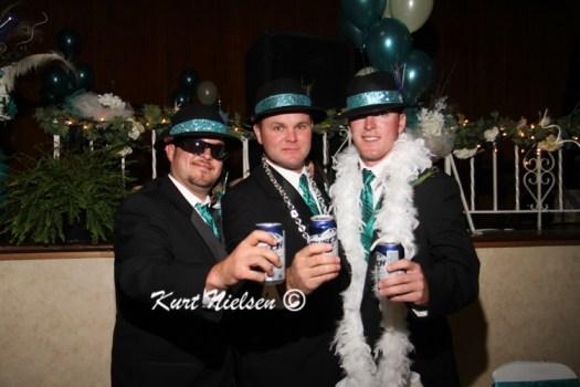 Silly wedding photo ideas