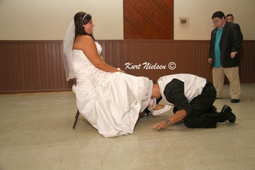 Removing the garter with your teeth