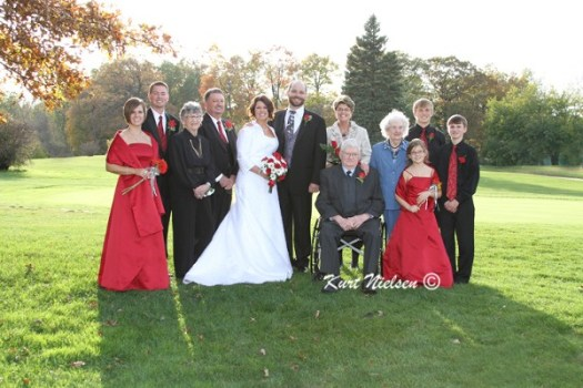 Extended family photos at weddings