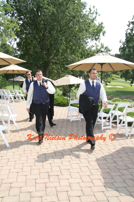groomsmen walking photos