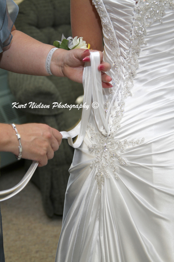 allow 30 minutes to lace up wedding dress