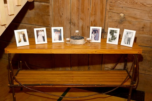 memory table for parents and grandparents wedding photos
