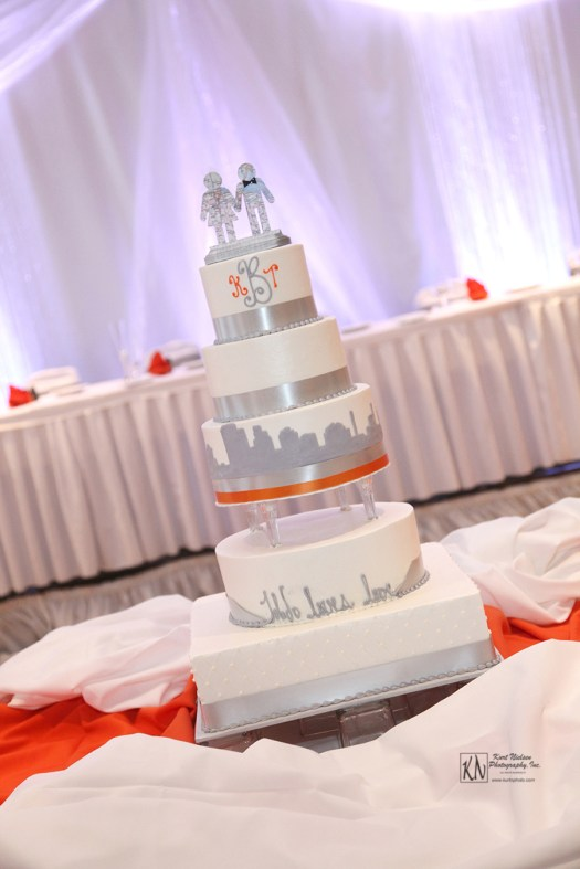 toledo skyline wedding cake from Cakes by Stephanie
