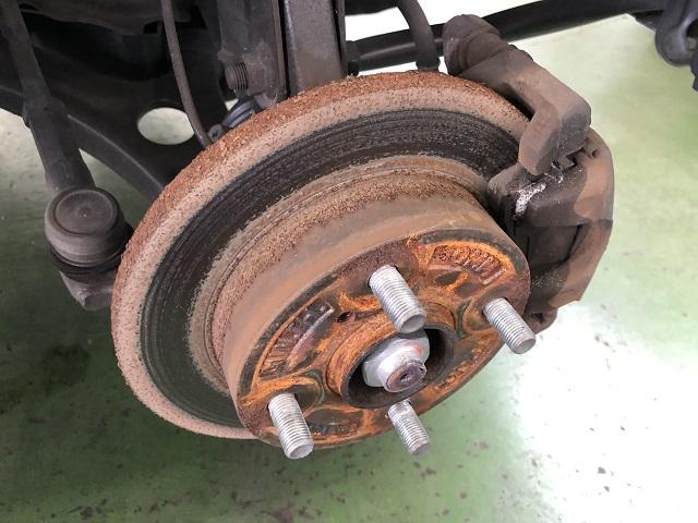 路面凍結防止剤で錆びたディスクブレーキ