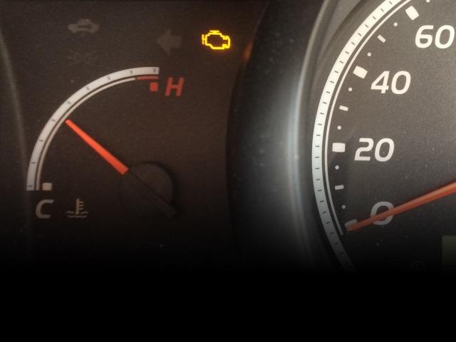 突然エンジンマークの警告灯が点灯