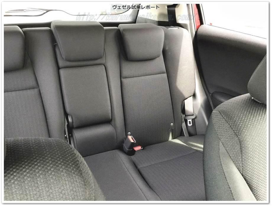 ホンダヴェゼルガソリン車内装後部座席2