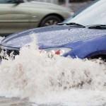 Tips Menerjang Banjir Supaya Tak Merusak Mobil