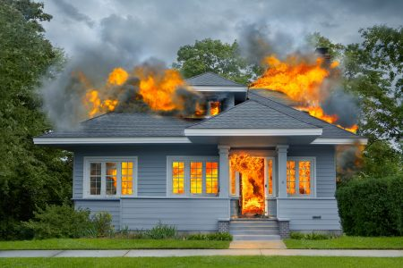 rumah terbakar
