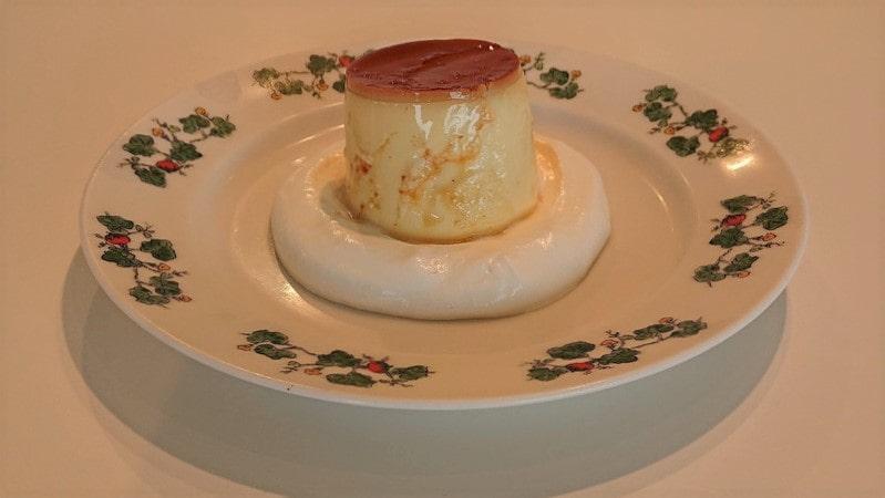 六花亭 春採店 喫茶室で注文した「プディングケーキ」