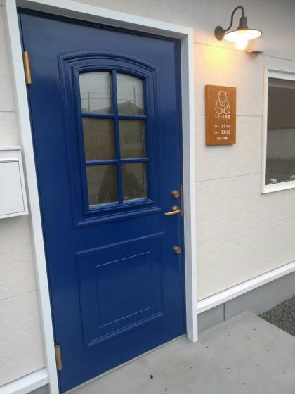 しろくま食堂の青いドア