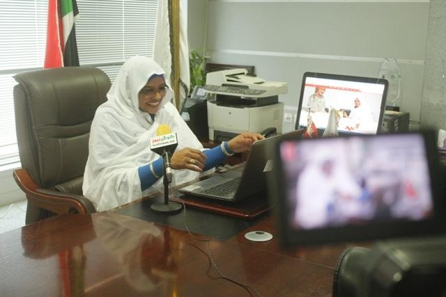 وزيرة الاتصالات السودانية، اول وزير في الوطن العربي يجري حوار عبر خدمة البث المباشر لفيسبوك وتجيب على عشرات الأسئلة بالفيديو