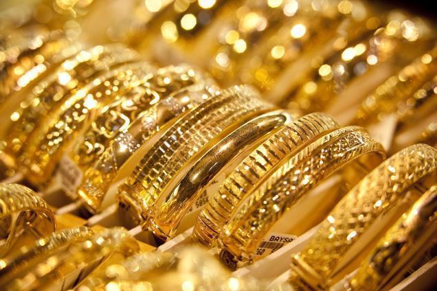 سوق الذهب تخوف من البيع والشراء