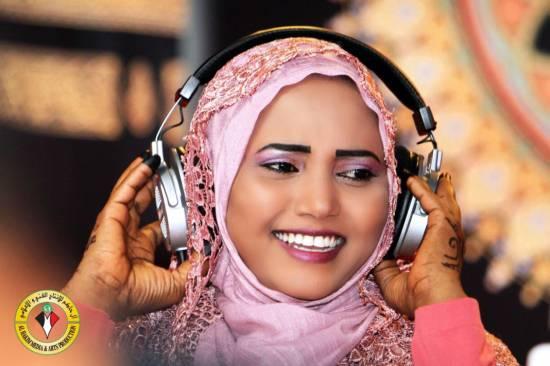 الفنانة فهيمة عبد الله : حب المديح يجري في عروقي مجري الدم