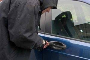 %name مجهول يسرق سيارة ويتسبب في وفاة امرأة وإصابة طفل