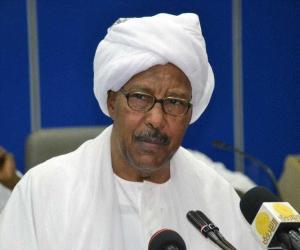 %name والي الخرطوم يقف على تأهيل موقف كركر