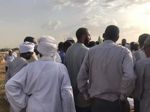 """بالصورة : تشييع جثمان الهرم الإعلامي """"حمدي بدرالدين"""" وسط غياب مُخجل للمسئولين والإعلاميين"""