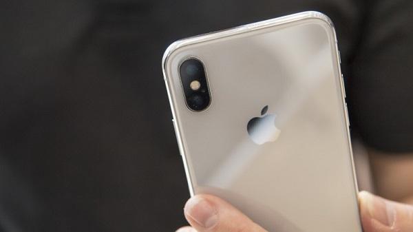 The Apple iPhone X. Photographer: David Paul Morris/Bloomberg